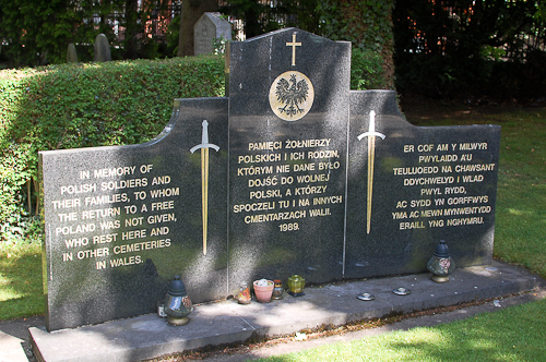 Memorial in memory of Polish soldiers and their families in Wrexham