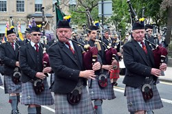 Isle of Cumbrae Pipe Band - Armed Forces Day 2013 Glasgow